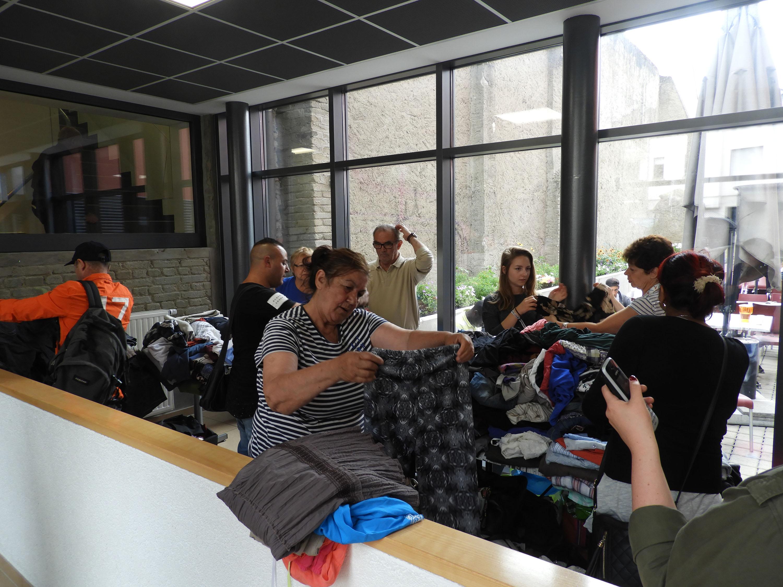 Le Shopping center Auchan Kirchberg récolte 2,2 tonnes de vêtements pour la Stëmm vun der Strooss