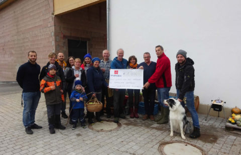 Stëmm's receives 1 000 € from Schendelser Kueben to equip its new shed