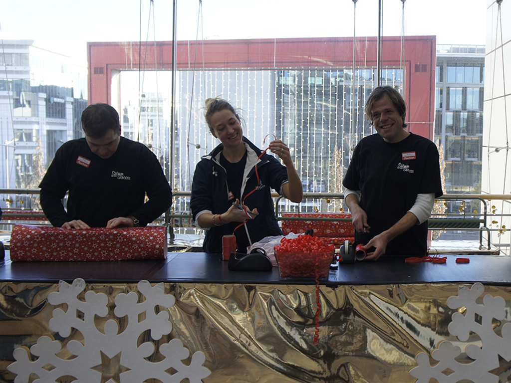 The Stëmm wraps your Christmas presents with Auchan