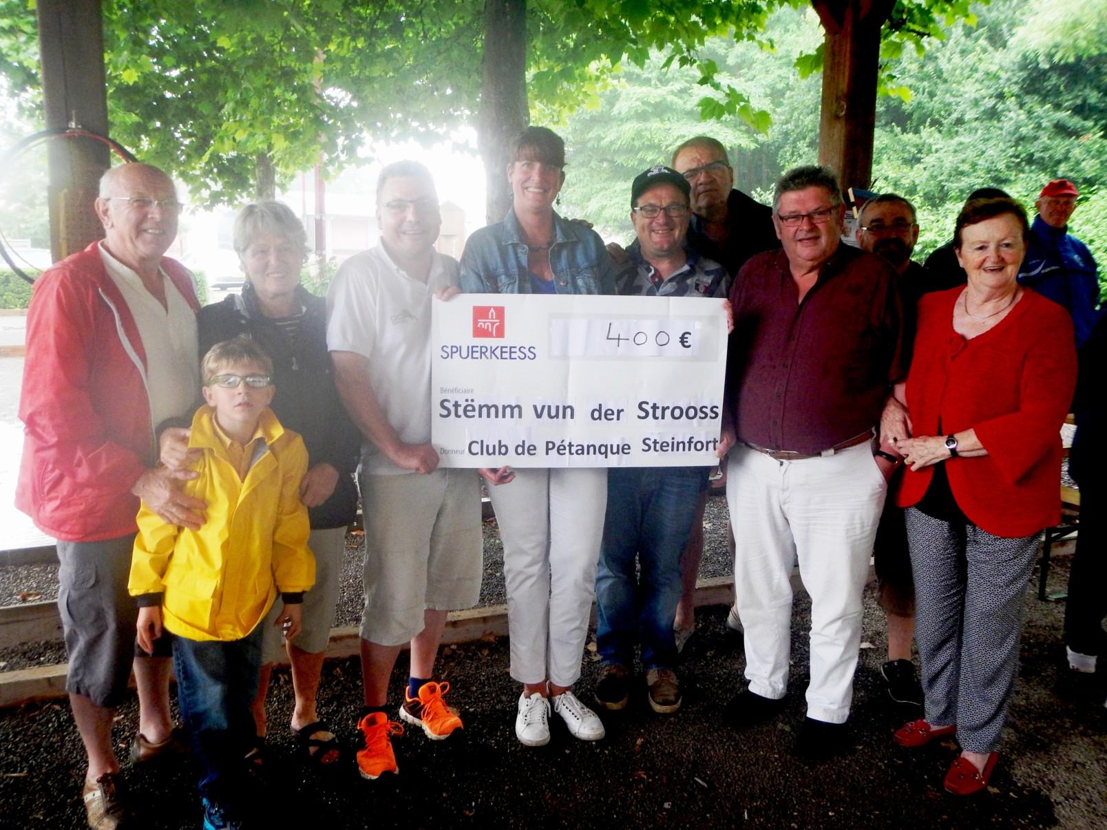 Le club de pétanque de Steinfort soutient la Stëmm vun der Strooss