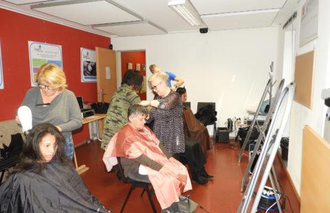 New voluntary hairdressers at Stëmm vun der Strooss.