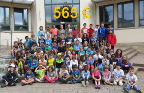 565 € pour la Stëmm vun der Strooss grâce à une vente de gâteaux