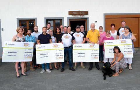 L'asbl Revival Disco Moonlight soutient la Stëmm vun der Stroooss par un don de 1 000 €