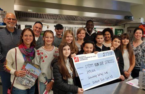 L'école Dell'Héicht récolte 217 € au profit de la Stëmm vun der Strooss