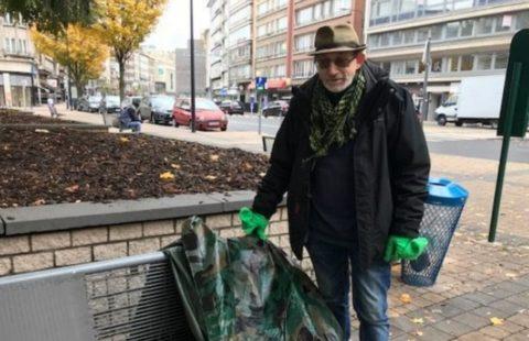 Charleroi : un kit permet aux SDF de dormir au chaud sur les bancs publics