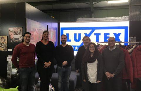 Luxtex offers 300 winter jackets to the Stëmm vun der Strooss