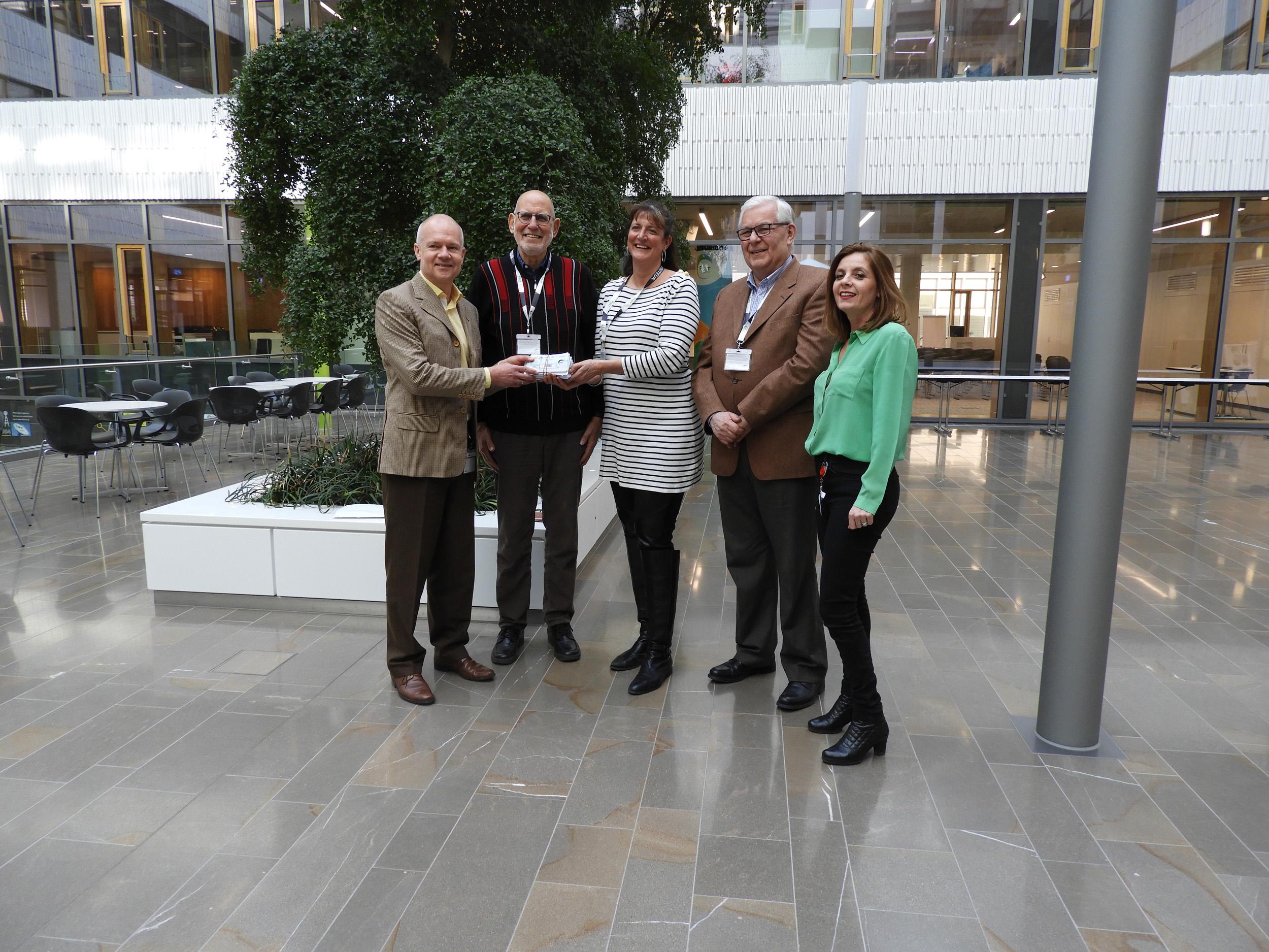 POST Luxembourg offre 352 chèques repas à la Stëmm vun der Strooss