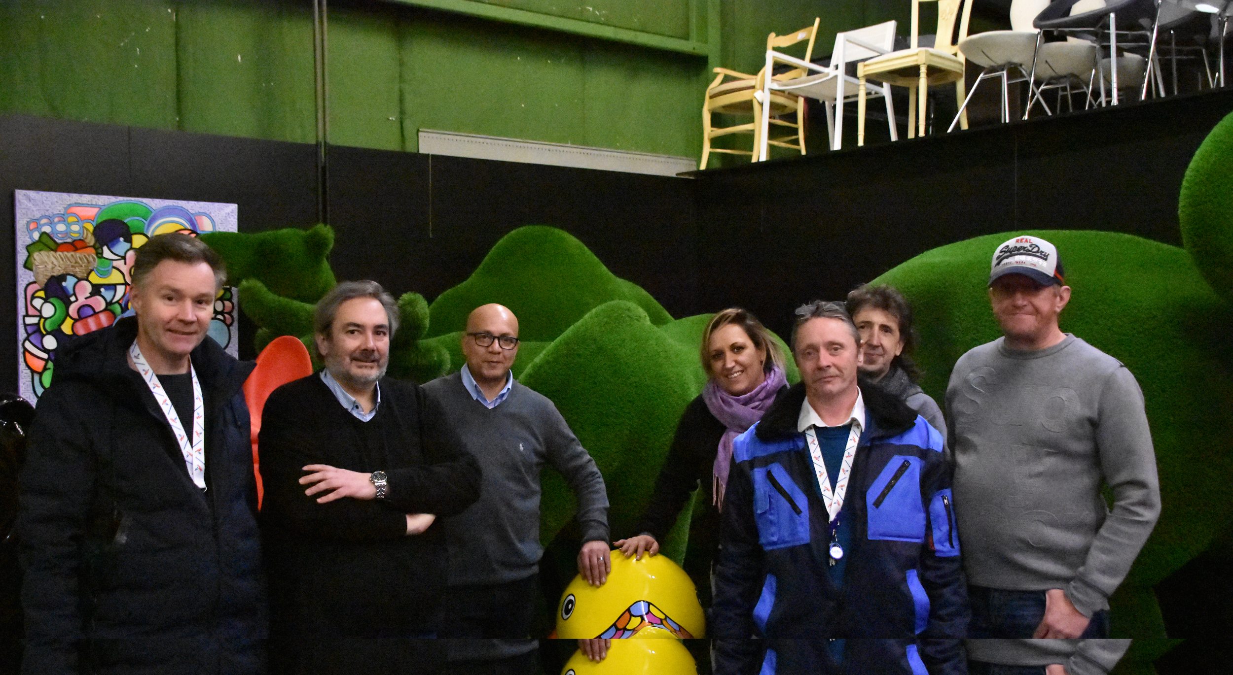 Luxtex offers 400 winter jackets to the Stëmm vun der Strooss