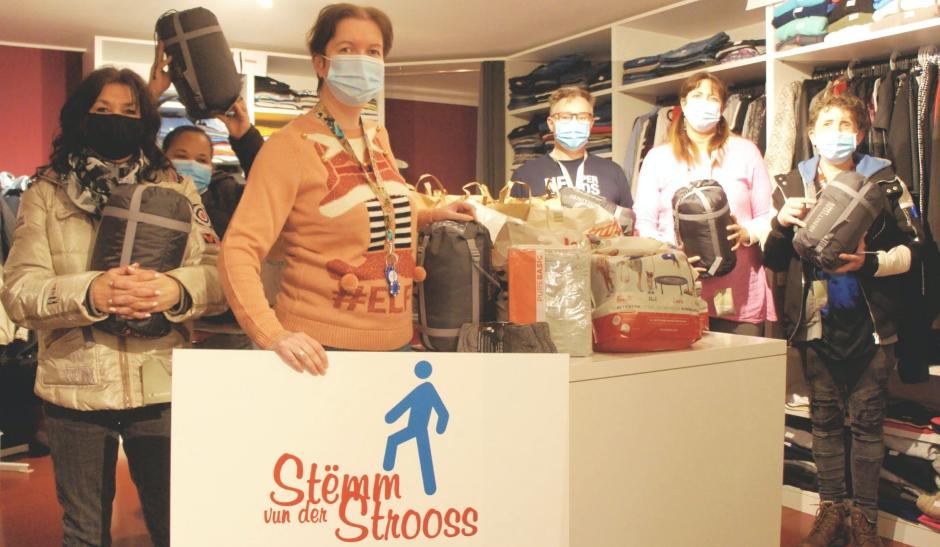Auchan gift cards and sleeping bags for the non-profit organisation Stëmm vun der Strooss