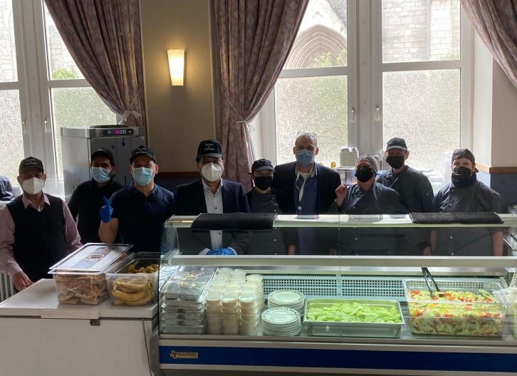 L'Association Musulmane Ahmadiyya Luxembourg a offert un déjeuner traditionnel indien aux clients de la Stëmm vun der Strooss