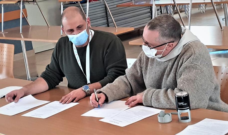 Signature de bail entre la Fraternité Verbum Spei et la Stëmm vun der Strooss à Esch-sur-Alzette
