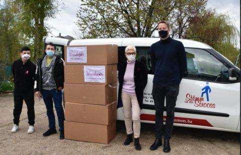 The Fondation Wonschstär donates 75 pairs of shoes to the Stëmm vun der Strooss