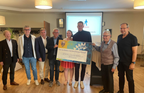 The Rotary Club Bascharage-Kordall donates a cheque for 5,000 euros to the Stëmm vun der Strooss